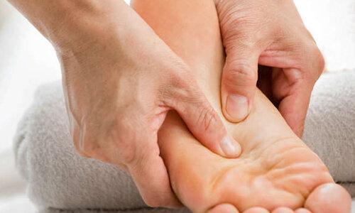 5 علت احتمالی ورم پاها