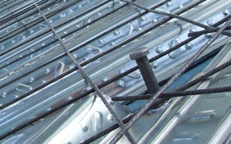 سقف عرشه فولادی، سقفی با ورق های گالوانیزه